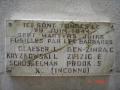 L'ancienne plaque des 7 martyrs juifs fusillés par la milice au cimetière de Rillieux-la-Pape.