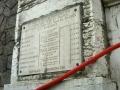 La plaque en mémoire des résistants fusillés apposée sur le mur d'enceinte de la prison Saint-Paul